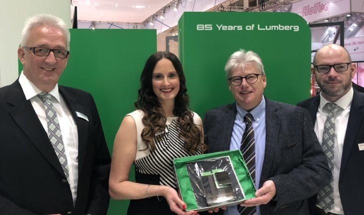 Über 25 Jahre Top-Distribution: Lumberg verleiht Auszeichnung an JIT